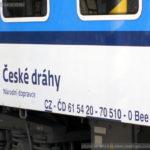 Bee 240, 61 54 20-70 510-0, DKV Plzeň, Praha hl.n., 13.11.2015, označení
