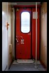 Bee 272, 50 54 20-38 014-7, DKV Olomouc, 04.02.2012, Praha Smíchov, vstupní dveře