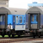 B 256, 20-41 a Bdt 262, 50 54 20-19 186-6, porovnání laků čel vozů, Olomouc hl.n., 25.08.2013