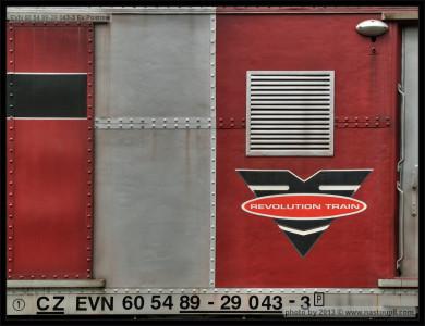 60 54 89-29 043-9, Areál ŽOS Praha-Bubny, Revolution Train, 09.05.2013, logo